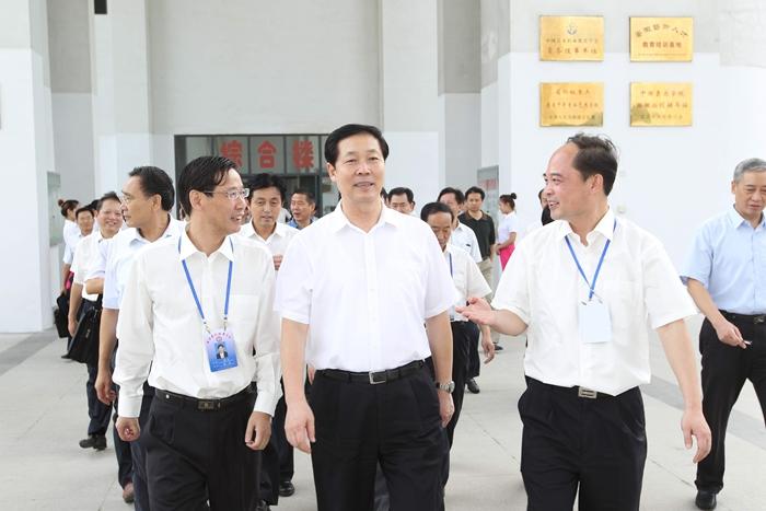 2015年9月2日,省委书记张宝顺深入我院视察指导工作,看望广大教职工,实地查看办学情况