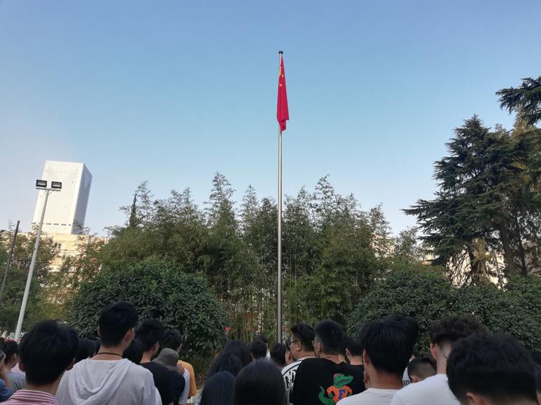 五星红旗升起的光荣使命感 ——记美术学院爱国主义教育